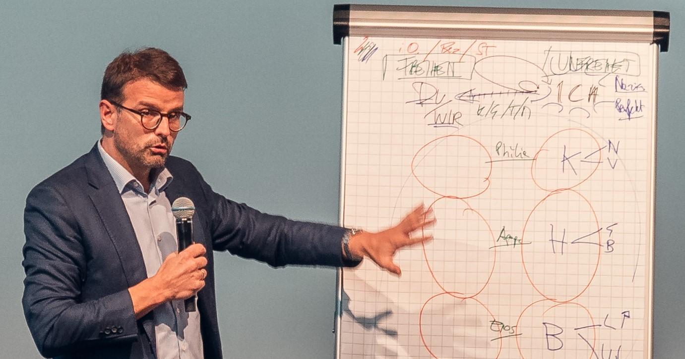 Bonelli_Symposium_klein(1).jpg
